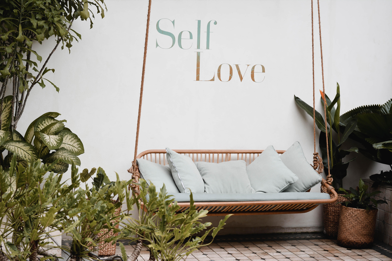 Warum Selbstliebe nichts bringt und was viel wichtiger ist